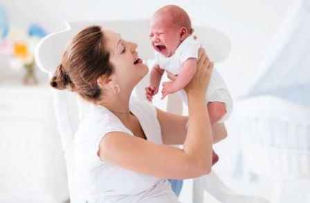 Плач ребенка: причины и советы, как успокоить грудничка