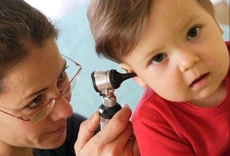 Симптомы появления и удаление серной пробки у ребенка