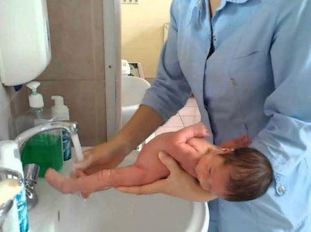 Правила гигиенического ухода за новорожденным ребёнком